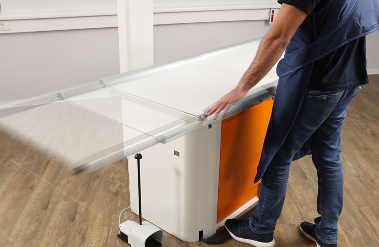 The patient positioning table is equipped with a floating table top, which enables comfortable working.