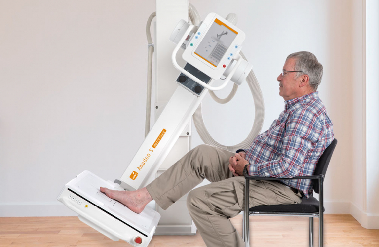very flexible and partly motorized positioning of the U-arm X-ray stand