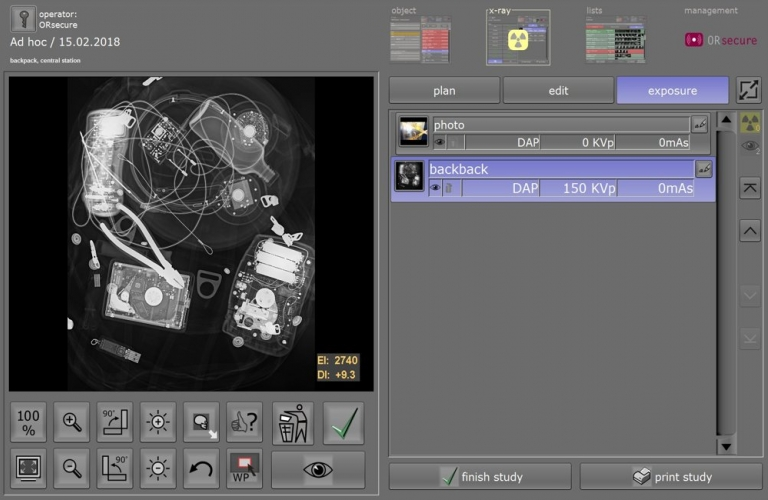 X-ray image acquisition with fast preview of the inspected object.
